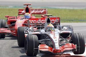Ferrari jahtaa Mclarenia